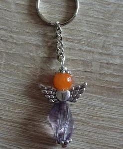 Handgefertigter Schlüsselanhänger mit Metallflügeln - orange-grau