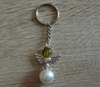 Handgefertigter Schlüsselanhänger mit Metallflügeln - weiß-grün