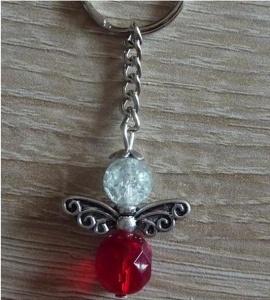 Handgefertigter Schlüsselanhänger mit Metallflügeln - rot-farblos
