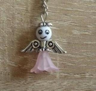 Handgefertigter Schlüsselanhänger mit Metallflügeln - weiß-rosa