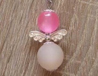 Handgefertigter Schlüsselanhänger mit Metallflügeln - rosa-weiß
