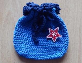 gehäkeltes Täschchen mit Anstecknadel - Stern - blau-rot - Handarbeit kaufen