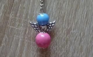 Handgefertigter Schlüsselanhänger mit Metallflügeln - blau-rosa