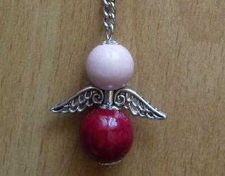 Handgefertigter Schlüsselanhänger mit Metallflügeln - rosa-rot - Handarbeit kaufen
