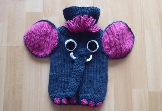Gestrickter Wärmflaschenbezug - Elefant - blau-pink, inkl. Wärmflasche