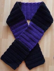 gehäkelter Schal - lila-schwarz - Handarbeit kaufen