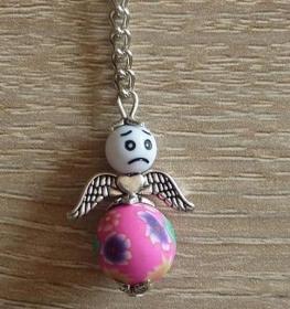 Handgefertigter Schlüsselanhänger mit Metallflügeln - Engel  - weiß-pink