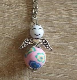Handgefertigter Schlüsselanhänger mit Metallflügeln - Engel  - weiß-rosa