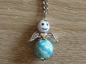 Handgefertigter Schlüsselanhänger mit Metallflügeln - Engel  - weiß-türkis