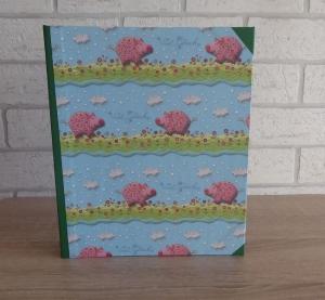 Handgefertigtes Ringbuch für DIN A5 aus Pappe, Papier und Buchleinen - Motiv: Glücksschwein