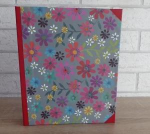 Handgefertigtes Ringbuch für DIN A5 aus Pappe, Papier und Buchleinen - Motiv: Blumen (bunt)