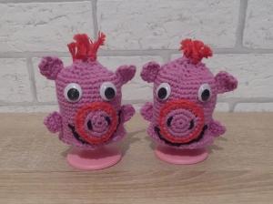 2 gehäkelte Eierwärmer - Glücksschweinchen
