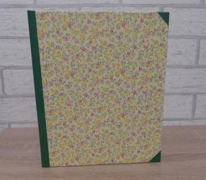 Handgefertigtes Ringbuch für DIN A5 aus Pappe, Papier und Buchleinen - Motiv: Blümchen gelb-pink-grün