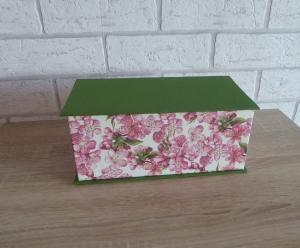 Handgefertigte Geschenkverpackung aus Pappe, Papier und Buchleinen - Kirschblüten
