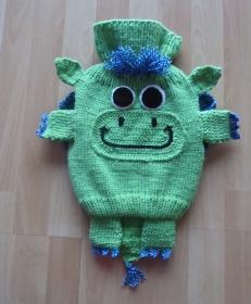 Gestrickter Wärmflaschenbezug - Drache - grün-blau