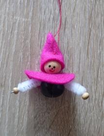 vier kleine Filzwichtel mit Glöckchen - pink-weiß-schwarz - Handarbeit kaufen