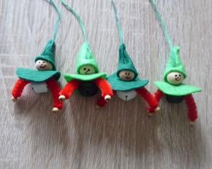 vier kleine Filzwichtel mit Glöckchen - (2x grün-rot-weiß + 2x grün-rot-schwarz) - Handarbeit kaufen