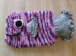 Gestrickter Wärmflaschenbezug inkl. Wärmfalsche - Fisch - lila-rosa-pink-grau - Handarbeit kaufen