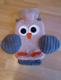 Gestrickter Wärmflaschenbezug - Eule - orange-grau