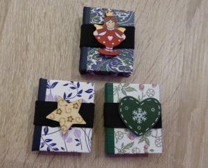 Drei hangefertigte Haftnotizzettelbüchlein aus Papier und Buchleinen - diverse Motive (Engel, Herz, Stern) - Handarbeit kaufen