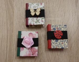 Drei hangefertigte Haftnotizzettelbüchlein aus Papier und Buchleinen - diverse Motive (Schmetterling, Marienkäfer, Blume) - Handarbeit kaufen