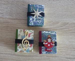 Drei hangefertigte Haftnotizzettelbüchlein aus Papier und Buchleinen - diverse Motive (Engel, Notenschlüssel, Stern) - Handarbeit kaufen