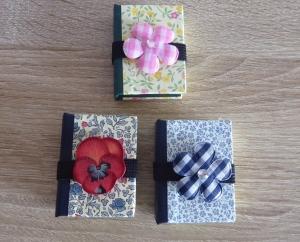 Drei hangefertigte Haftnotizzettelbüchlein aus Papier und Buchleinen - (Blumen) - Handarbeit kaufen