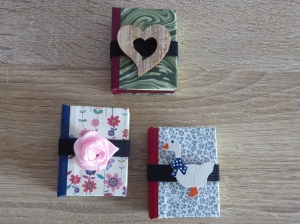Drei hangefertigte Haftnotizzettelbüchlein aus Papier und Buchleinen - diverse Motive (Herz, Gans, Rose) - Handarbeit kaufen