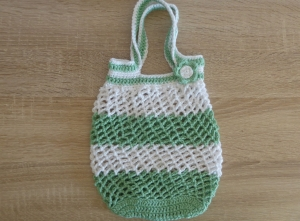 Kleines, handgehäkeltes Einkaufsnetz/Einkaufstasche mit Blümchen (weiß-grün)  - Handarbeit kaufen