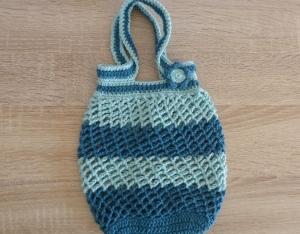 Kleines, handgehäkeltes Einkaufsnetz/Einkaufstasche mit Blümchen (türkis) - Handarbeit kaufen