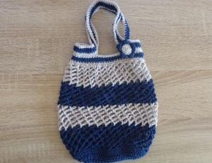 Kleines, handgehäkeltes Einkaufsnetz/Einkaufstasche mit Blümchen (blau-grau) - Handarbeit kaufen