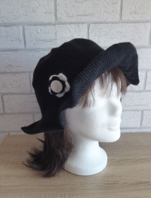 Gehäkelter Hut mit Krempe und Häkelblume (schwarz-weiß) Kopfumfang: ca. 62 cm - Handarbeit kaufen