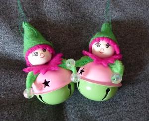 Zwei Filzwichtel mit Glöckchen - grün-rosa-pink