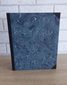 Handgefertigtes Ringbuch für DIN A5 aus Pappe, Papier und Buchleinen - blau-schwarz - Handarbeit kaufen