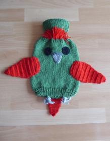 Gestrickter Wärmflaschenbezug - Vogel (grün-rot)