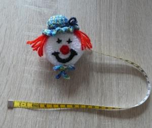 Umhäkeltes Rollmaßband (Maßbandlänge 150 cm) - Clown - Handarbeit kaufen