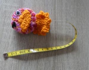Umhäkeltes Rollmaßband (Maßbandlänge 150 cm) - Fisch - Handarbeit kaufen