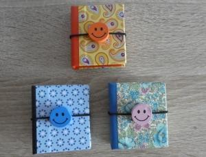Drei hangefertigte Haftnotizzettelbüchlein aus Papier und Buchleinen - diverse Motive mit Smiley - Handarbeit kaufen