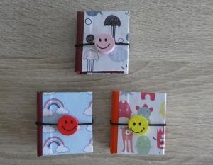 Drei hangefertigte Haftnotizzettelbüchlein aus Papier und Buchleinen - diverse Motive (Unterwasserwelt, Monster, Regenbogen) mit Smiley  - Handarbeit kaufen