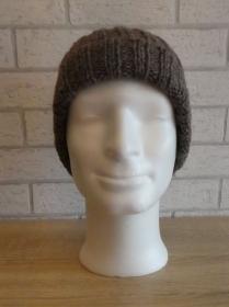 gestrickte Mütze (53% Acryl, 47% Wolle) - Brauntöne - Handarbeit kaufen