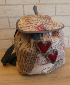 Genähter Rucksack (klein) mit gehäkeltem Taschenbaumler (Herzen) - mehrfarbig - Handarbeit kaufen