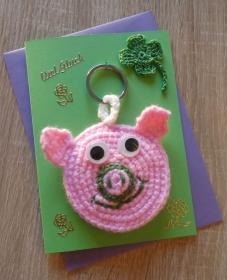 Schlüsselanhänger / Taschenanhänger Glücksschweinchen inkl. Grußkarte und Briefumschlag (rosa-grün-lila) - Handarbeit kaufen