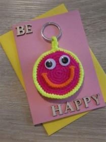 Schlüsselanhänger / Taschenanhänger Smiley inkl. Grußkarte und Briefumschlag (neongelb/-orange/-pink und rosa)  - Handarbeit kaufen