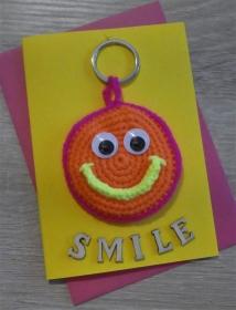 Schlüsselanhänger / Taschenanhänger Smiley inkl. Grußkarte und Briefumschlag (neongelb/-orange/-pink und gelb) - Handarbeit kaufen