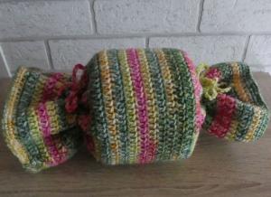 Gehäkelter Klopapierhut - Bonbon (gelb-grün-pink) - Handarbeit kaufen