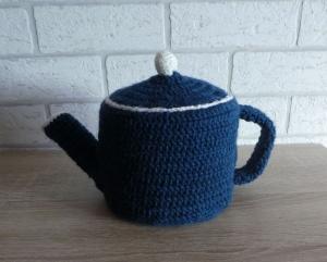 Gehäkelter Klopapierhut - Teekanne - blau-weiß - Handarbeit kaufen