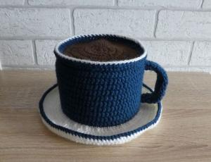Gehäkelter Klopapierhut - Tasse mit Untertasse - blau-weiß - Handarbeit kaufen