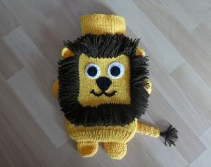 Gestrickter Wärmflaschenbezug - Löwe - Handarbeit kaufen