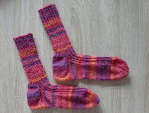 Gestrickte Socken Größe 40/41 rosa-pink-lila-orange - Handarbeit kaufen