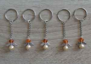 5 handgefertigte Schlüsselanhänger mit Metallflügeln - Engel  - Handarbeit kaufen